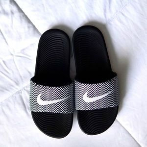 Nike Black and White Sandals! Size 7!